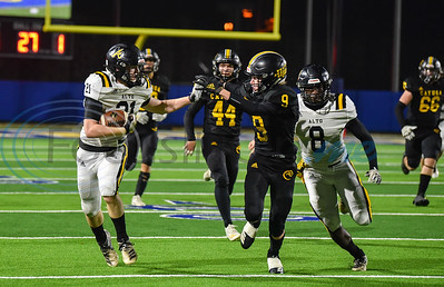 Todd Duplichain (21) of Alto makes his way down the field in a game against Cayuga on Thursday, November 14.  The 8th ranked Yellowjackets took on the Wildcats in the first round of the playoffs at the Tomato Bowl in Jacksonville. (Jessica T. Payne/Tyler Morning Telegraph)
