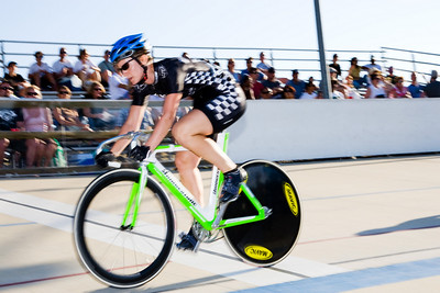 Jennifer Featheringill wins the first sprint in the 1st/2nd match.