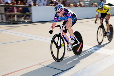 Andrea Fisk leads out the second sprint against Jennifer Triplett.