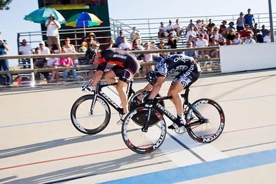 Adam Duvendeck wins the first sprint in the 3rd/4th match.