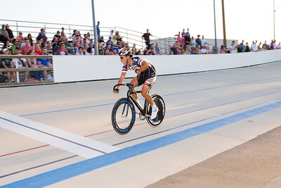 Steve Pelaez wins his Keirin heat.