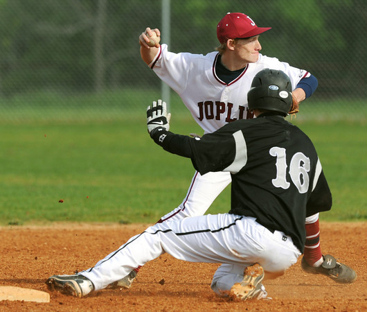 Globe/Roger Nomer<br /> Bryce Ash gets the force out on Willard's Austin Pippin and throws to first for a double play during Friday's game.