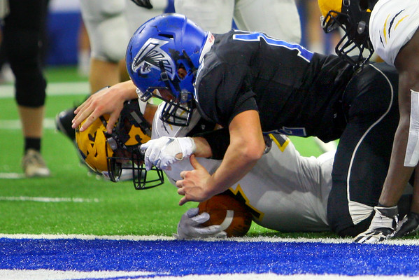 Jack Kiser scoring the last touchdown of the first half as Pioneer beats North Vermillion in the Class A State Finals 60-0 on Nov. 24, 2018 at Lucas Oil Stadium.<br /> Tim Bath | Kokomo Tribune
