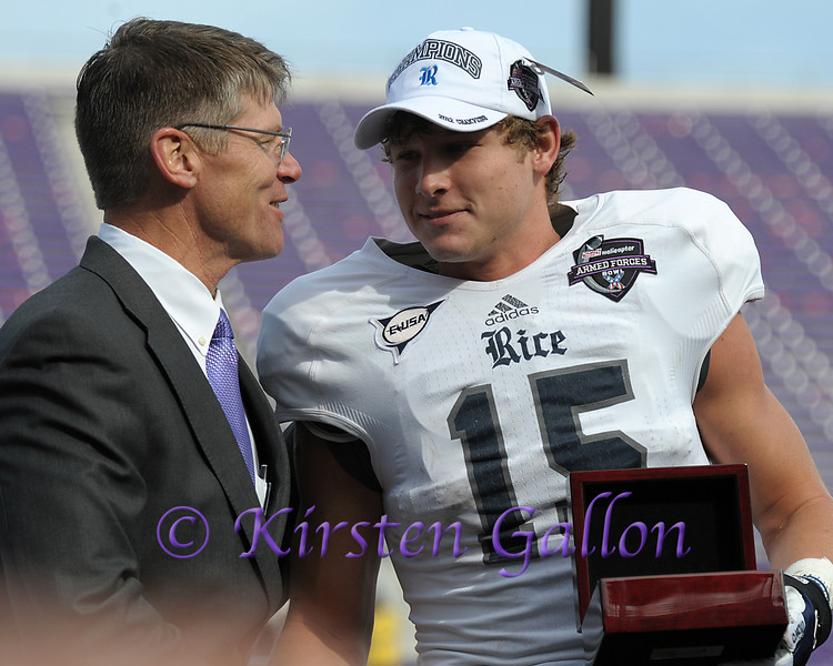 Rice  WR #15, Jordan Taylor receives his MVP award from Bell Helicopter's John Garrison.