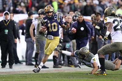 Navy quarterback #10 Malcolm Perry evades a tackle by Army free safety #17 Jaylon McClinton.