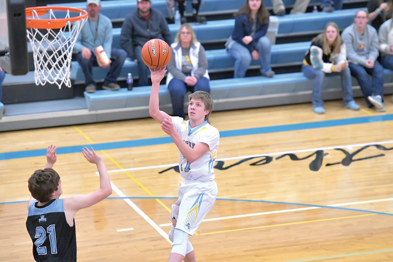 Matthew Gaston   The Sheridan Press<br>Arvada-Clearmont's Cameron Klatt (11) pulls up short for the one handed jumper against NSI Thursday, Dec. 19, 2019.