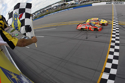 Kevin Harvick (29) edges out Jamie McMurray at the finish line to win the NASCAR Sprint Cup Series Aaron's 499 auto race at Talladega Superspeedway in Talladega, Ala., Sunday, April 25, 2010. (AP Photo/Todd Warshaw,Pool)