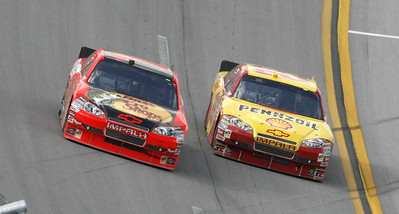 Kevin Harvick, right, drops low to pass  Jamie McMurray on the last lap to win the NASCAR Sprint Cup Series Aaron's 499 auto race at Talladega Superspeedway in Talladega, Ala., Sunday, April 25, 2010. (AP Photo/Glenn Smith)