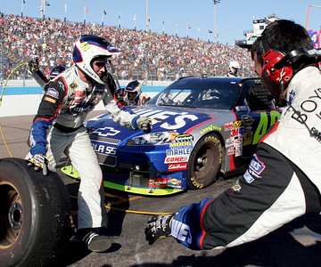 Jimmie Johnson makes a pit stop during the NASCAR Sprint Cup Series' Checker O'Reilly Auto Parts 500 race at Phoenix International Raceway in Avondale, Ariz., Sunday, Nov. 15, 2009. (AP Photo/Mary Schwalm)