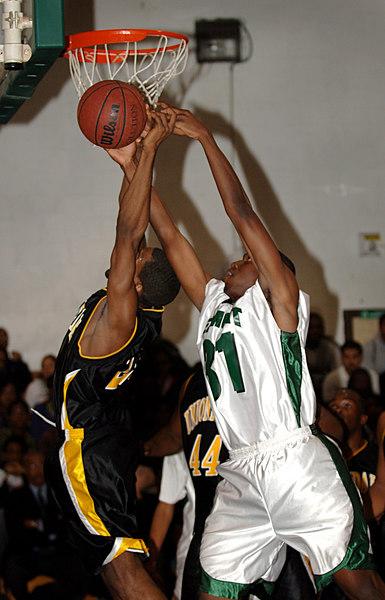 #31 Andrew McCarthy, Junior, Elmont. 1-17-2007. Elmont vs Uniondale. Photo by Kathy Leistner.