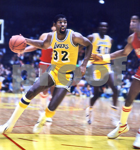 Magic drives the hoop vs Sixers in 1983 NBA Finals.