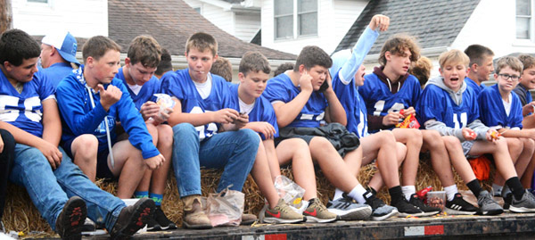 Will Fehlinger | The Herald-Tribune Future Bulldogs greet parade spectators Friday afternoon in downtown Batesville.