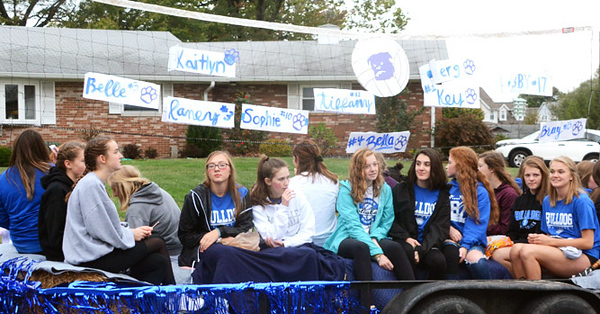 Will Fehlinger | The Herald-Tribune The Batesville High School volleyball team casts its net for the 2019 BHS Homecoming parade.