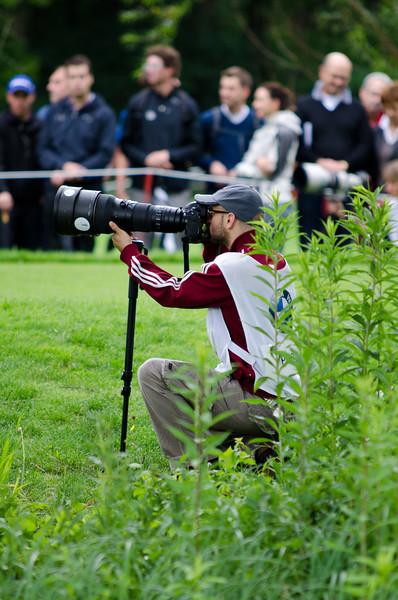 Photographer holding a AF-S NIKKOR 400 mm 1:2,8G ED VR