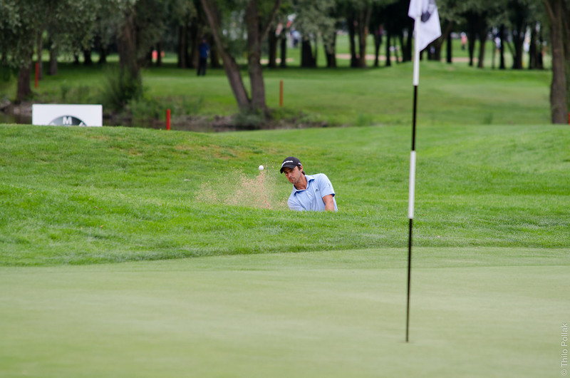 Rafa Echenique's 3rd shot from the bunker on hole #10. 1st round of the BMW International Golf Open 2011 in Eichenried.