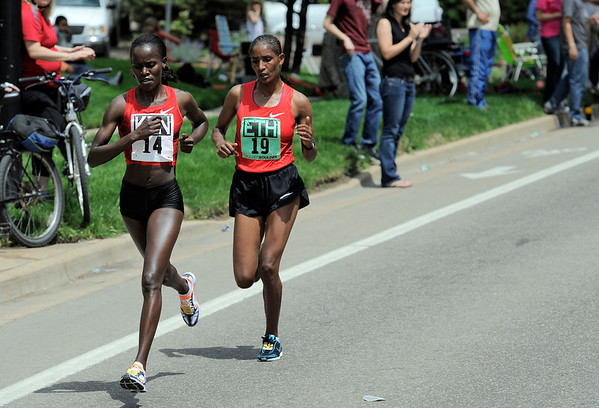 Kenya's Lineth Chepkurui (left) lead Ethiopia's Mamitu Daska during the Bolder Boulder in Boulder, Colorado May 30, 2011.  CAMERA/Mark Leffingwell