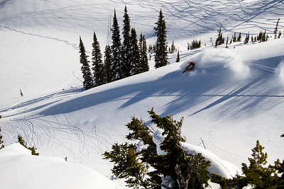 Kyle throws down a slash in Rogers Pass, BC