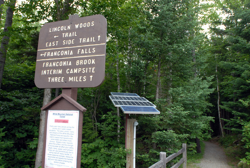 sat morning, we set out from the lincoln woods trail along the kancamagus.  10:29am according to the exif info on this shot.  starting elevation: 1,180 feet (360m)
