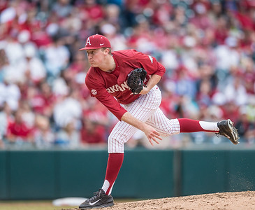 Arkansas pitcher Zach Jackson (32) pitches in relief during a baseball game between Arkansas and Central Michigan on 2-20-16.   (Alan Jamison, Nate Allen Sports Service)