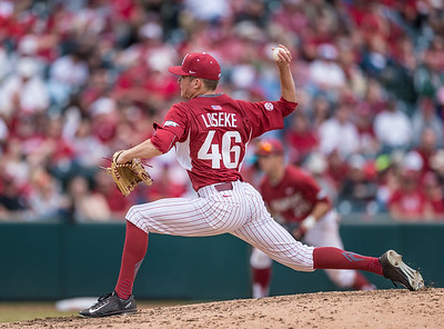 Arkansas pitcher Barrett Loseke (46) pitches during a baseball game between Arkansas and Central Michigan on 2-20-16.   (Alan Jamison, Nate Allen Sports Service)