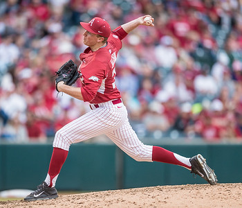 Arkansas pitcher Zach Jackson (32) pitches during a baseball game between Arkansas and Central Michigan on 2-20-16.   (Alan Jamison, Nate Allen Sports Service)