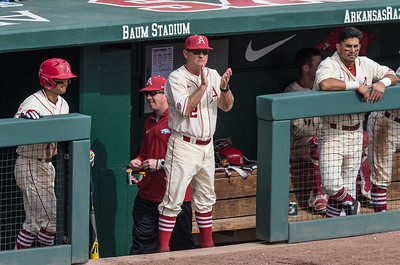 Arkansas head coach Dave Van Horn likes what he sees during a baseball game between Arkansas and Central Michigan on 2-21-16.   (Alan Jamison, Nate Allen Sports Service)