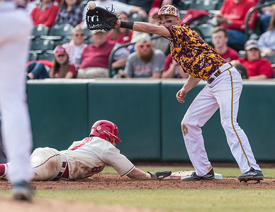 Arkansas outfielder Eric Cole (8) beats the tag back to first base during a baseball game between Arkansas and Central Michigan on 2-21-16.   (Alan Jamison, Nate Allen Sports Service)