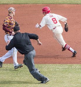 Arkansas outfielder Eric Cole (8) caught in a run down during a baseball game between Arkansas and Central Michigan on 2-21-16.   (Alan Jamison, Nate Allen Sports Service)