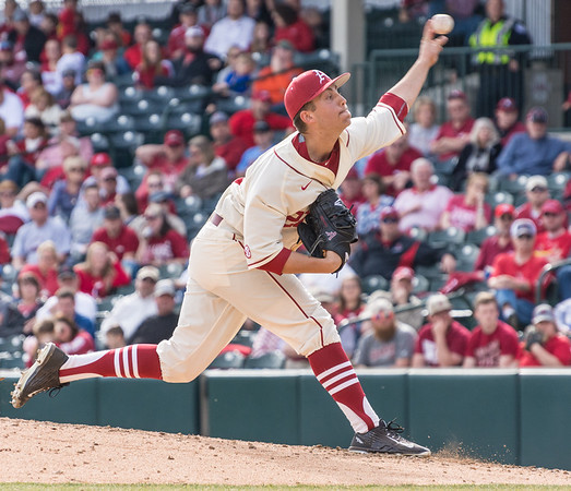 Arkansas pitcher Kacey Murphy (21) pitches during a baseball game between Arkansas and Central Michigan on 2-21-16.   (Alan Jamison, Nate Allen Sports Service)