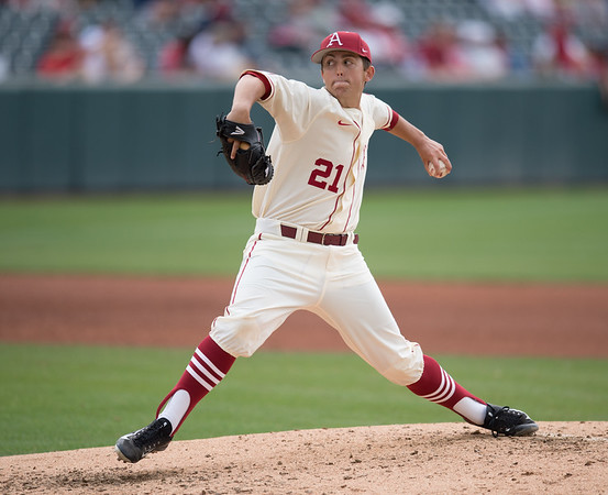 Arkansas pitcher Kacey Murphy (21) pitches during a baseball game between Arkansas and Western Illinois on 3-5-16.   (Alan Jamison, Nate Allen Sports Service)