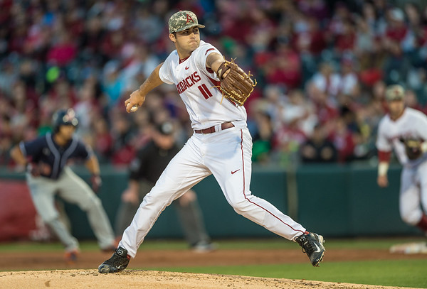 Arkansas pitcher Keaton McKinney (11) pitches during a baseball game between Arkansas and Auburn on 3-26-16.  (Alan Jamison, Nate Allen Sports Service)