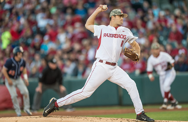 Arkansas pitcher Keaton McKinney (11) pitches during a baseball game between Arkansas and Auburn on 3-26-16.  (Alan Jamison, Nate Allen Sports Service)