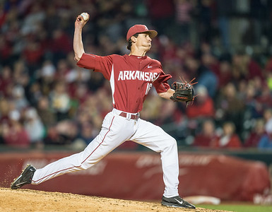 Arkansas pitcher Blaine Knight (16) pitches during a baseball game between Arkansas and Missouri on 4-2-16.  (Alan Jamison, Nate Allen Sports Service)