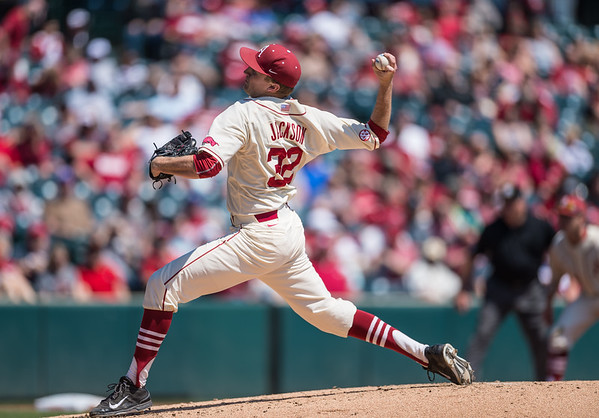 Arkansas pitcher Zach Jackson (32) pitches during a baseball game between Arkansas and Missouri on 4-3-16.  (Alan Jamison, Nate Allen Sports Service)