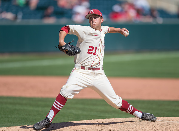 Arkansas pitcher Kacey Murphy (21) pitches during a baseball game between Arkansas and Missouri on 4-3-16.  (Alan Jamison, Nate Allen Sports Service)