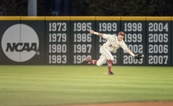 Arkansas outfielder Clark Eagan (9) stretches to catch a fly ball during a baseball game between Arkansas and Florida on 4/16/2016.   (Alan Jamison, Nate Allen Sports Service)