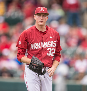 Arkansas pitcher Zach Jackson (32) heads to the dugout after retiring three more batters during a baseball game between Arkansas and Florida on 4/16/2016.   (Alan Jamison, Nate Allen Sports Service)
