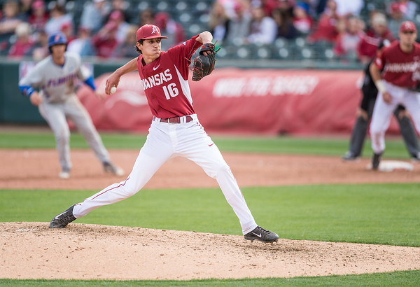 Arkansas pitcher Blaine Knight (16) pitches during a baseball game between Arkansas and Florida on 4/16/2016.   (Alan Jamison, Nate Allen Sports Service)