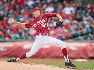 Arkansas pitcher Zach Jackson (32) pitches during a baseball game between Arkansas and Florida on 4/16/2016.   (Alan Jamison, Nate Allen Sports Service)