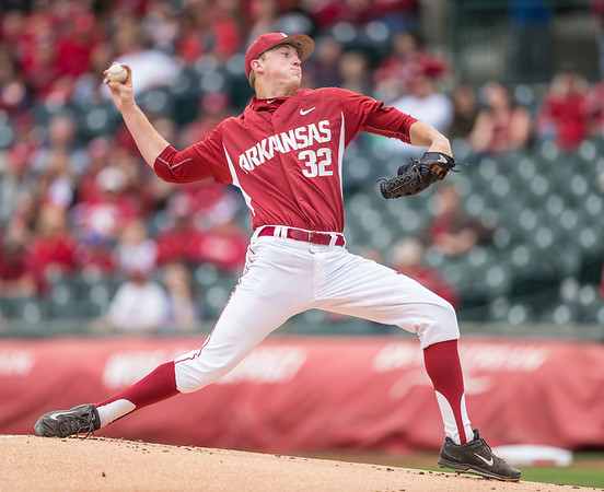 ,Arkansas pitcher Zach Jackson (32) pitches during a baseball game between Arkansas and Florida on 4/16/2016.   (Alan Jamison, Nate Allen Sports Service)