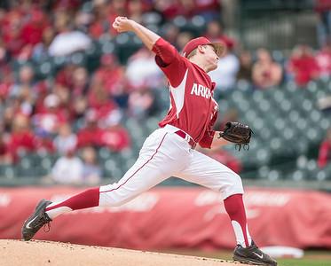 Arkansas pitcher Zach Jackson (32) pitches during a baseball game between Arkansas and Florida on 4/16/2016.   (Alan Jamison, Nate Allen Sports Service)