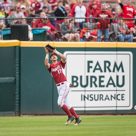 Arkansas outfielder Luke Bonfield (17) catches a fly ball during a baseball game between Arkansas and Florida on 4/16/2016.   (Alan Jamison, Nate Allen Sports Service)