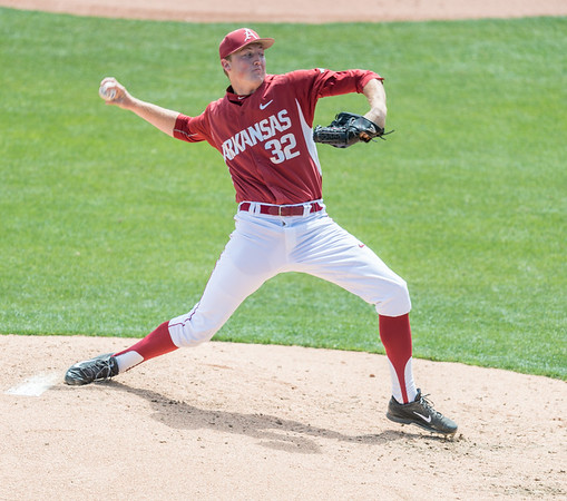 Arkansas Razorbacks pitcher Zach Jackson (32) pitches in relief during a baseball game between Alabama and Arkansas on May 15,  2016.   (Alan Jamison, Nate Allen Sports Service)