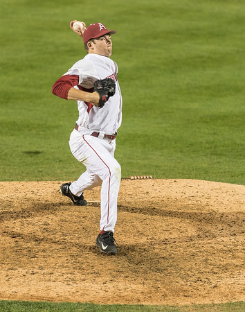 Arkansas outfielder Evan Lee (27) pitches in relief during a baseball game between Arkansas and Mississippi State on Friday, 3/17/2017.  (Alan Jamison, Nate Allen Sports Service)