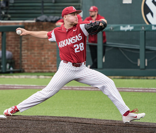 Kole Ramage pitches in relief during a baseball game between the Arkansas Razorbacks and the Vanderbilt Commodores on Saturday, April 13, 2019, at Hawkins Stadium.  (Alan Jamison, Nate Allen Sports Service)