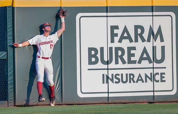 Arkansas outfielder Luke Bonfield (17) catches a long fly ball during a baseball game between Arkansas and Missouri on 4-1-16.  (Alan Jamison, Nate Allen Sports Service)