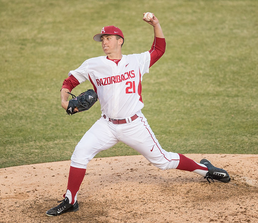 Arkansas pitcher Kacey Murphy (21) pitches in relief during a baseball game between Arkansas and Central Michigan on 2-19-16.   (Alan Jamison, Nate Allen Sports Service)