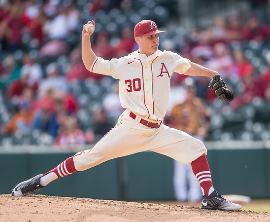 Arkansas pitcher Hunter Hart (30) pitches in relief during a baseball game between Arkansas and Central Michigan on 2-21-16.   (Alan Jamison, Nate Allen Sports Service)