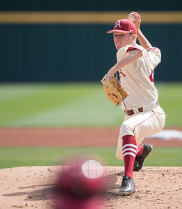 Arkansas pitcher Barrett Loseke (46) pitches during a baseball game between Arkansas and Western Illinois on 3-5-16.   (Alan Jamison, Nate Allen Sports Service)