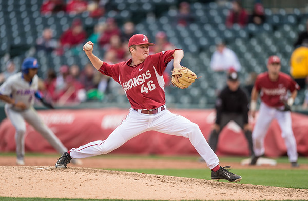 Arkansas pitcher Barrett Loseke (46) pitches during a baseball game between Arkansas and Florida on 4/16/2016.   (Alan Jamison, Nate Allen Sports Service)